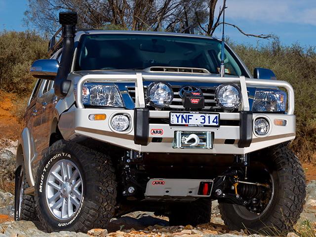 Силовой бампер ARB Deluxe для Toyota HiLux 2011-2015