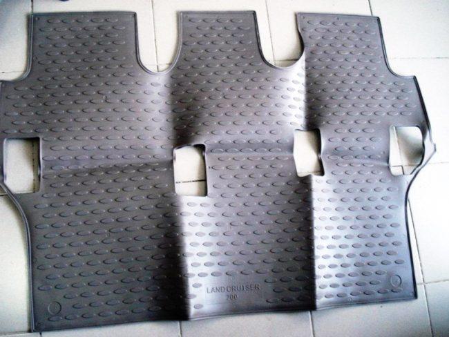 Ковры салона в Toyota Land Cruiser 200 (под 3-й ряд сидений)